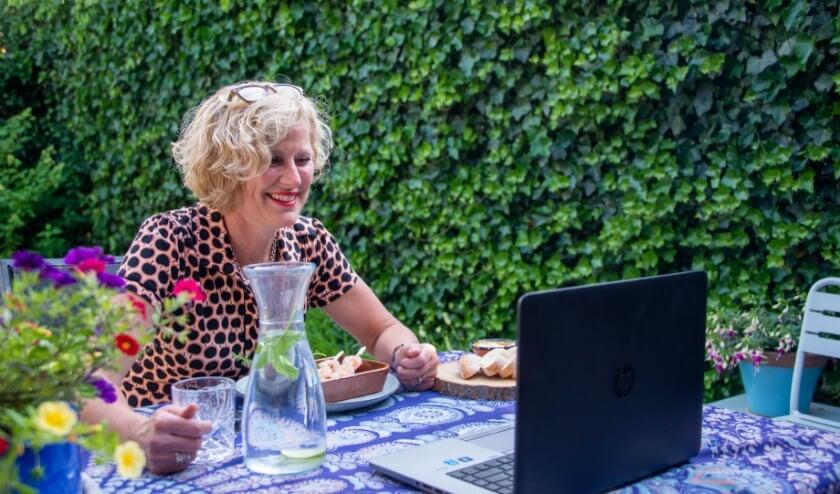 Gezellig deelnemen aan een Video-etentje kan door je in te schrijven via eetmee.nl/. (Foto: Inge Pont)