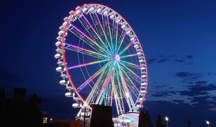 Het reuzenrad staat van 31 juli tot en met 13 augustus bij de toegang van het burgemeester Geukerspark.
