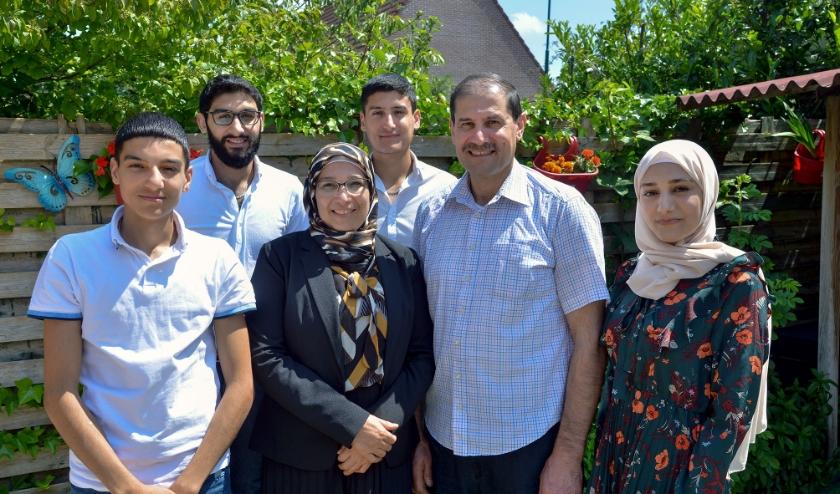 Mustafa, Amer, Mariam, Ahmad, Abdul Malik en Mounira al Hallak zijn genaturaliseerd tot Nederlander. (Foto: Paul van den Dungen)