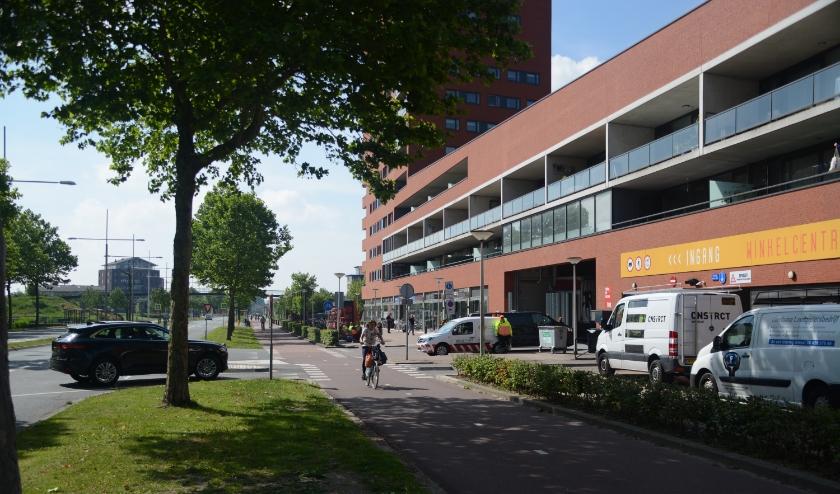 De in- en uitrit van de parkeergarage van winkelcentrum Hoog Ambacht. (Foto: pr)