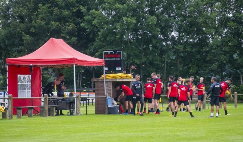 Go Ahead Eagles neemt afscheid van twee spelers. Daartegenover staat de komst van twee Britse proefspelers. (Foto: Erik Pasman)