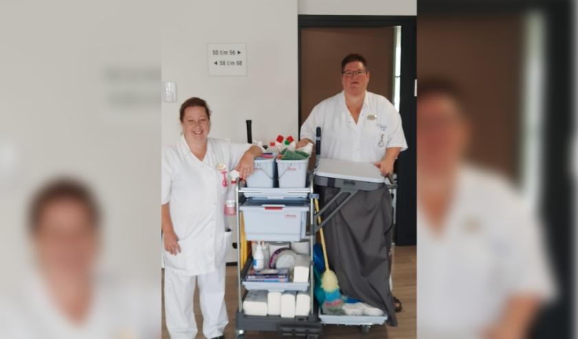 Facilitair medewerkers Jolanda Bals (links) en Miranda van Veelen (rechts)