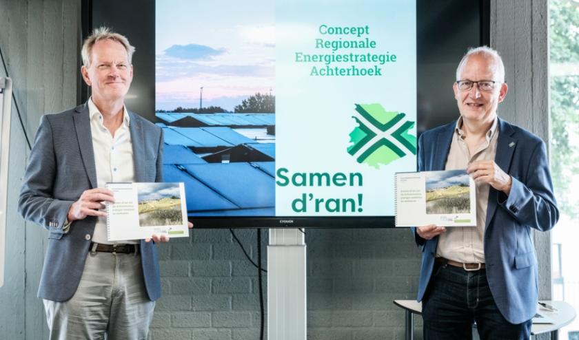 De concept-RES Achterhoek is officieel openbaar gemaakt door Frans Langeveld, bestuurlijk trekker RES Achterhoek en wethouder Duurzaamheid in Doetinchem (rechts op de foto) en Frank Duenk, programmamanager RES Achterhoek.