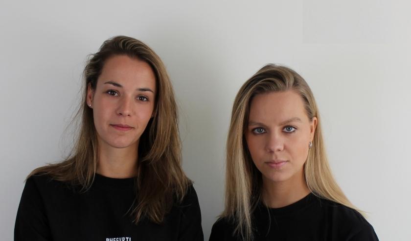Zoë Gielen (links) is met de Duitse Tabitha iedere zondag te beluisteren op Glow FM.