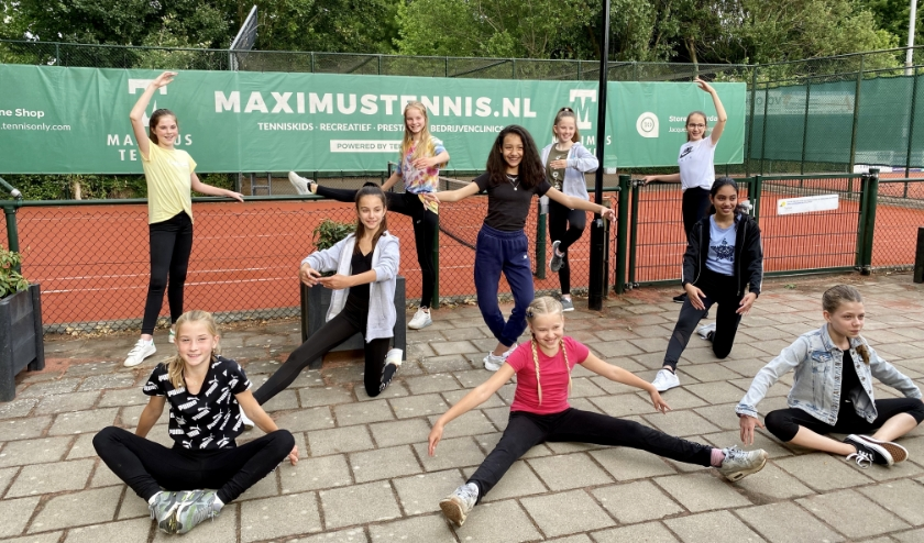 Dansen op de tennisvereniging