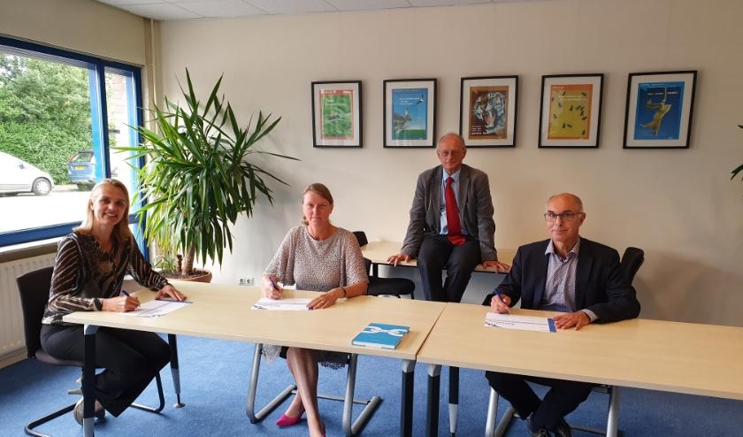V.l.n.r: Veronique van der Heijden (directeur WerkwIJSS), Yvonne Halman (gemeentesecretaris Lopik), Kees Blokland (voorzitter RAS) en Mark Foekema (wethouder IJsselstein).