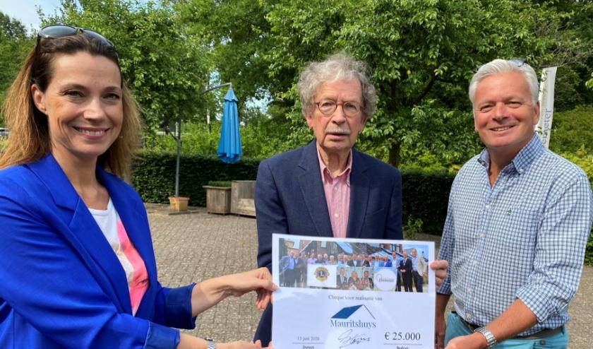 Vlnr: Cynthia Claessen, Alexander Tchernoff (voorzitter) en Peter Bergstein van Bestuur Stichting Vrienden Academisch Hospice Demeter.