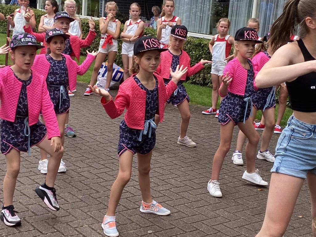De jongste groep danseressen Foto: Samen voor Woerden © DPG Media