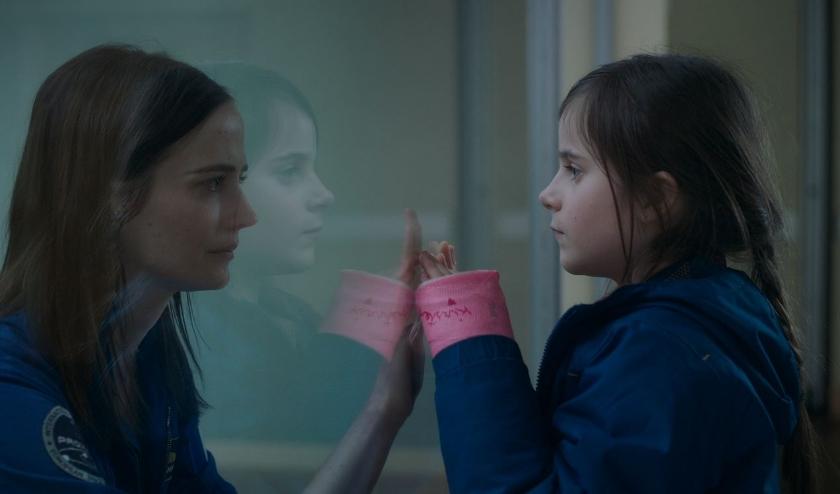 Proxima schetst een ontroerend portret van de relatie tussen een nuchtere astronaute die op missie gaat en haar achtjarige dochter.