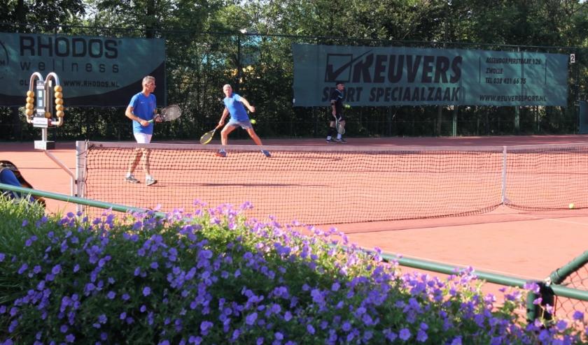 Sfeerbeeld van het complex van de Wezepse Tennisclub.