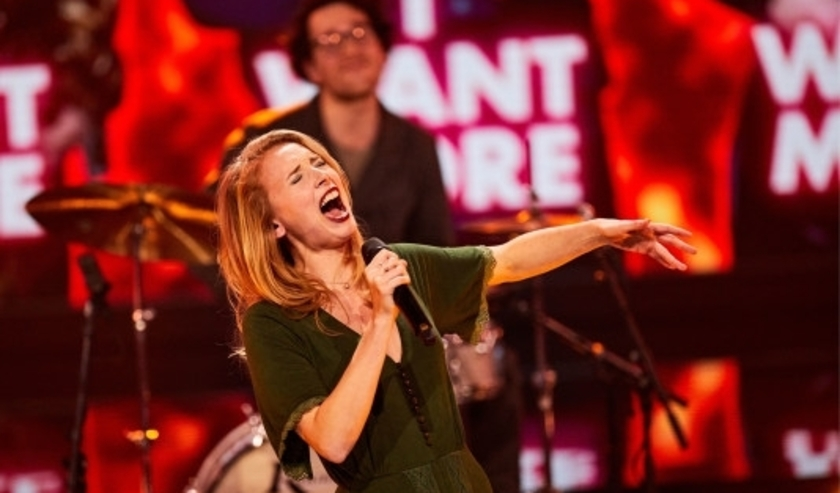 Chansonzangeres Tess van der Zwet maakt haar opwachting in nieuw tv-programma We Want More.