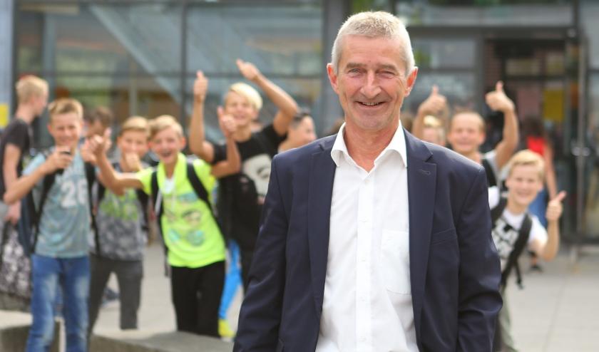 Locatiedirecteur Paul Verkade van het Kalsbeek College is trots op zijn geslaagde leerlingen.