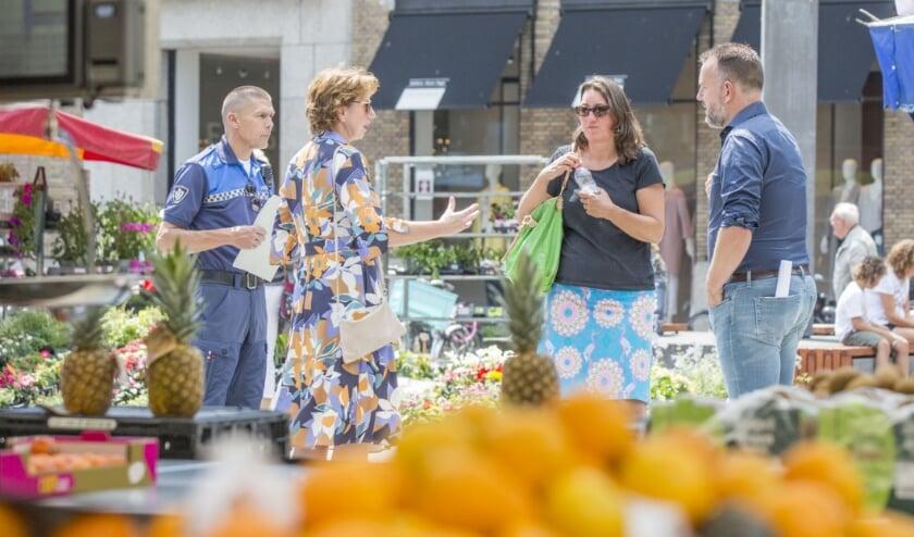Archieffoto van Johan van der Heijden: Margo Mulder loopt door Goes om de naleving van de coronaregels te controleren.