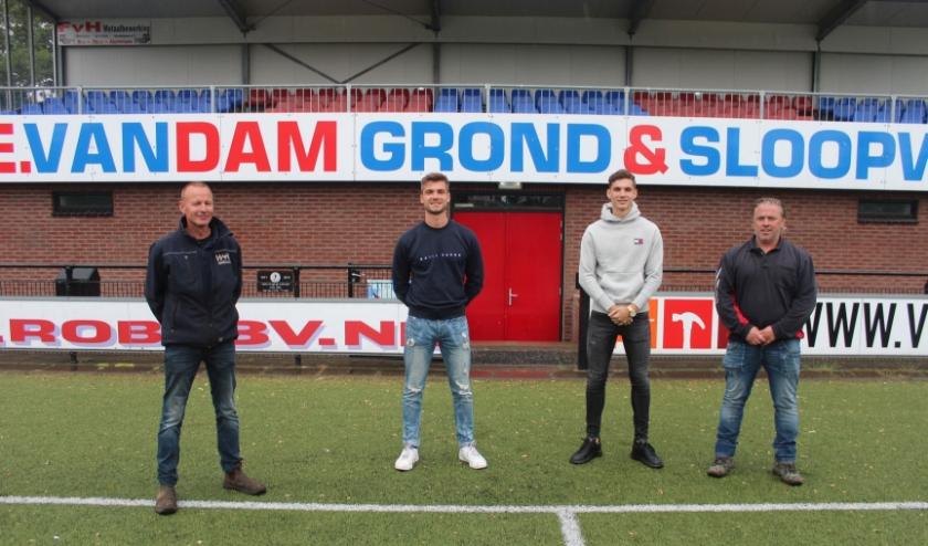 Vanaf links: Henk van Ruiswijk (TC VVA) Bart en Mark ter Haar, de nieuwe aanwinsten en Roef van Beijnum. (Foto: Henk Jansen.
