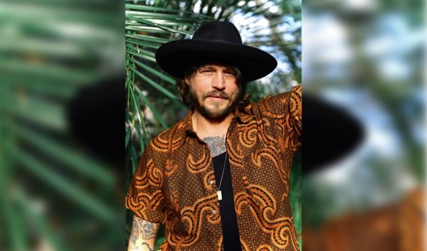 In augustus is Rob Dekay te zien en horen in het openluchttheater van Nijverdal met zijn 'soulvolle countrymuziek' zoals hij het zelf omschrijft. (Foto: Persfoto Zomertour Rob Dekay)