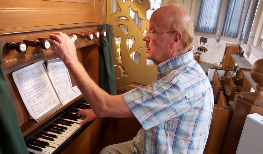 Dat Jos Wielakker onlangs zijn professionele carrière als organist heeft beëindigd, wil niet zeggen dat hij is gestopt met orgelspelen.