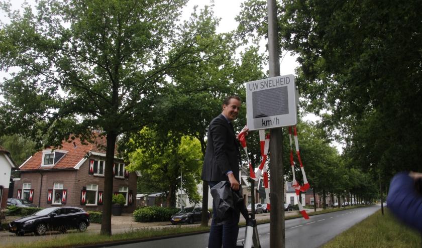 Het signaleringsbord dat de snelheid aangeeft moet het aantal boetes aan de Wierdensestraatflink naar beneden halen
