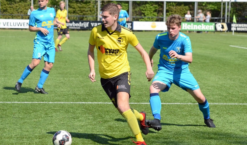 Thomas van de Kolk in actie in de thuiswedstrijd tegen Blauw Geel '55 in het seizoen 2018-2019