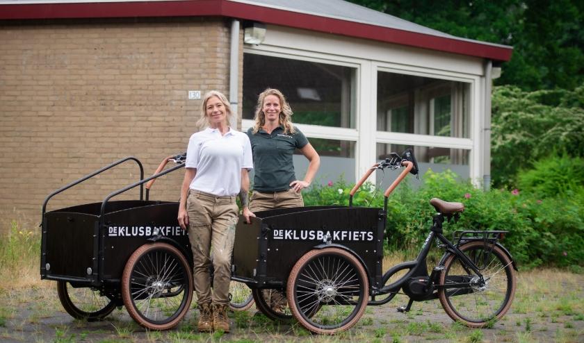 Hoewel ze allebei uit een ander vakgebied komen, hebben Mirelle en Meike zich de afgelopen jaren ontwikkeld in het kluswerk. (Foto: Nike Martens)