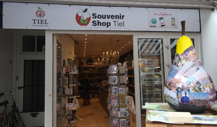 De souvenirshop en de kunstenaarswinkel in de Tielse binnenstad zijn recente voorbeelden van de plannen om leegstaande winkelpanden op te vullen, de gemeente presenteert nu een 3-jarenplan als oplossing.