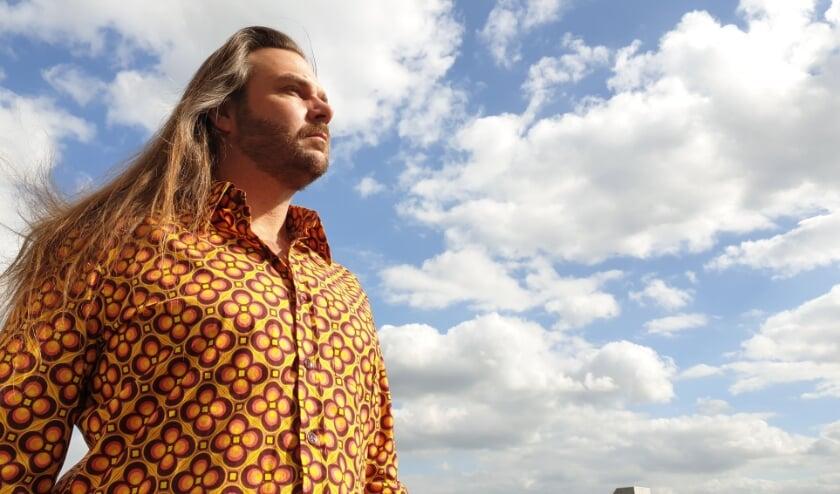 Voor zijn nieuwe EP kreeg Mark Schraven een handje hulp van een aantal grootheden uit de muziek.