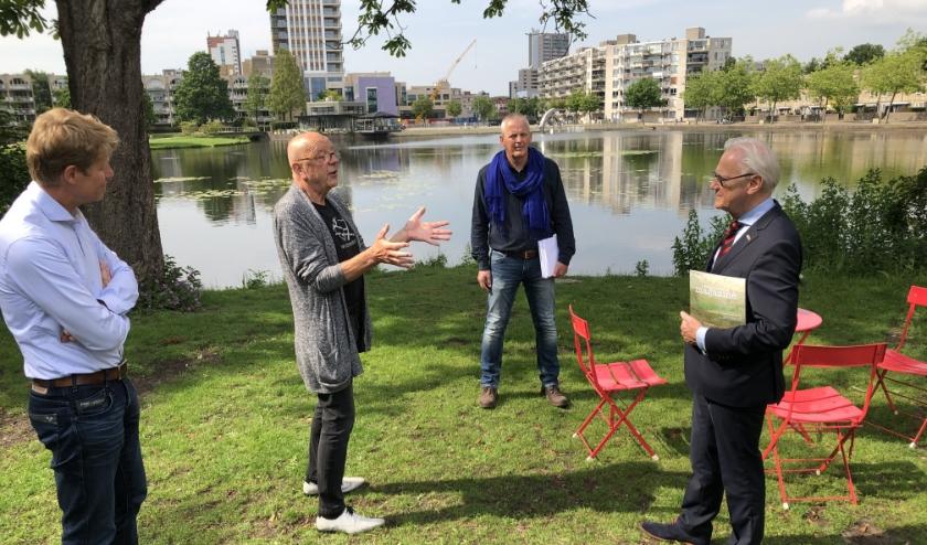 Vlnr:Taco Kuiper, Willem Hermans (stedenbouwkundige), Alcuin Olthof (architect), de Schatbewakers en Jan Pieter Lokker. Foto: Simone Langeveld
