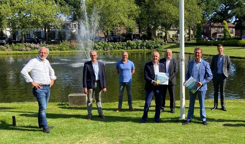 Bestuur Oude Landt met burgemeester en wethouders.