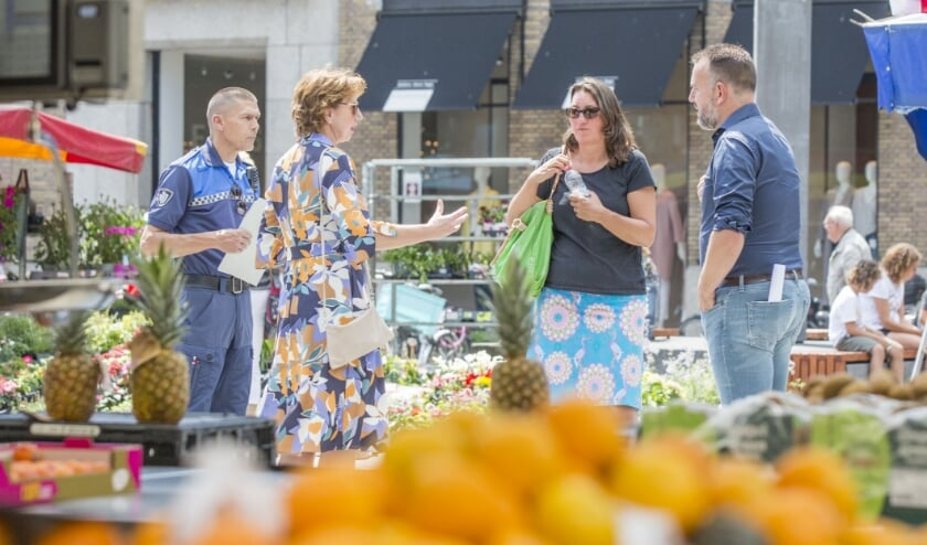 <p>Margo Mulder liep in juni een ronde door Goes om naleving van Corona regels te monitoren. FOTO: ohan vd Heijden.</p>