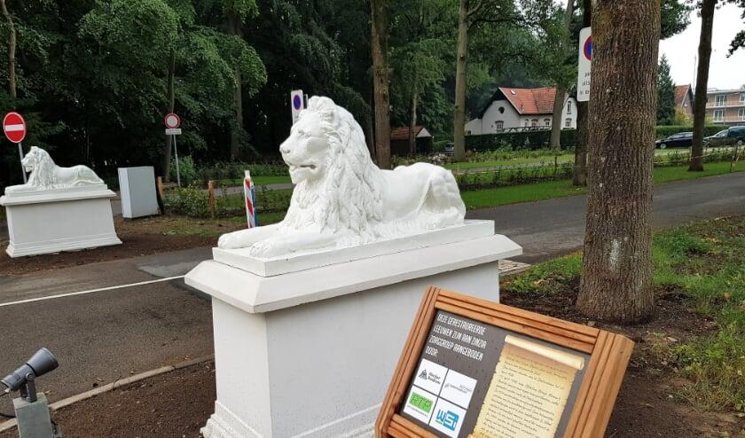 De zo markante leeuwen van ONO kregen een fraaie opknapbeurt en staan weer op hun oorspronkelijke plaats.