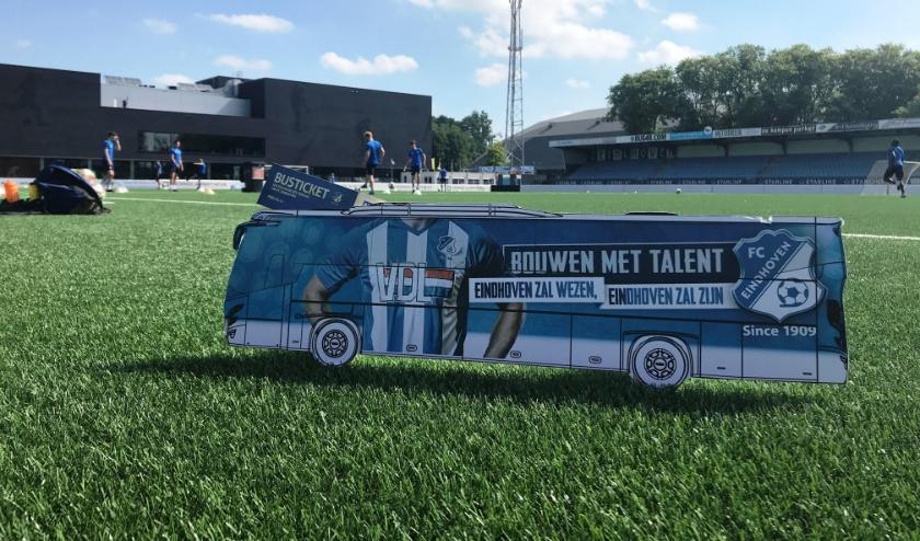 Buslijn 1909 rijdt deze zomer langs de geschiedenis van FC Eindhoven. (Foto: Martina Roovers).