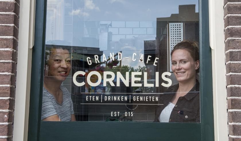 Grand Café Cornelis in Epe bestaat 30 juni exact 5 jaar. Eigenaren Mischa Steenhuis en Nicole Kwakkel vertellen er over.