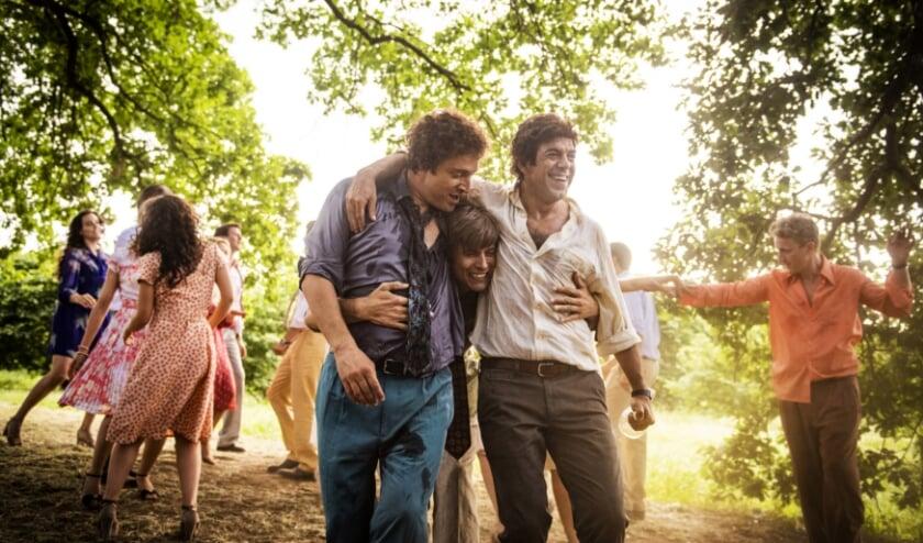 Een beeld uit 'Gli anni più belli', een zomerse Italiaanse film over vriendschap, familie en het leven. Vier vrienden worden gedurende veertig jaar gevolgd.