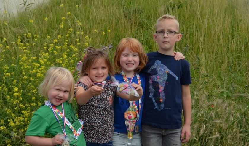 De vier jonge lopers met hun medaille. Foto: PR