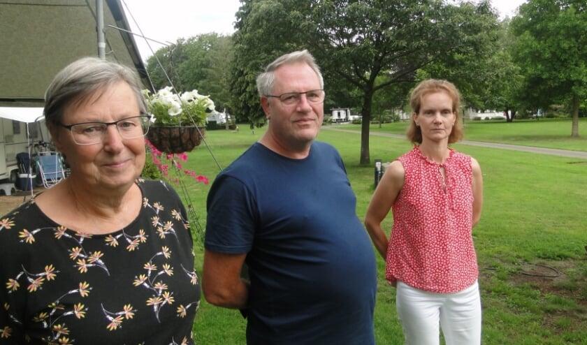 Het echtpaar Deckers is vaste gast op De Goolne Kett'n. Rechts staat Anja van der Velde. (Foto: Leo Polhuijs)