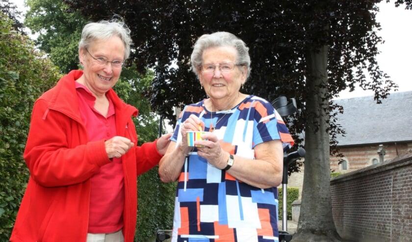 Willie Dingen mocht als eerste een ijsje van Marie Thérèse in ontvangst nemen.