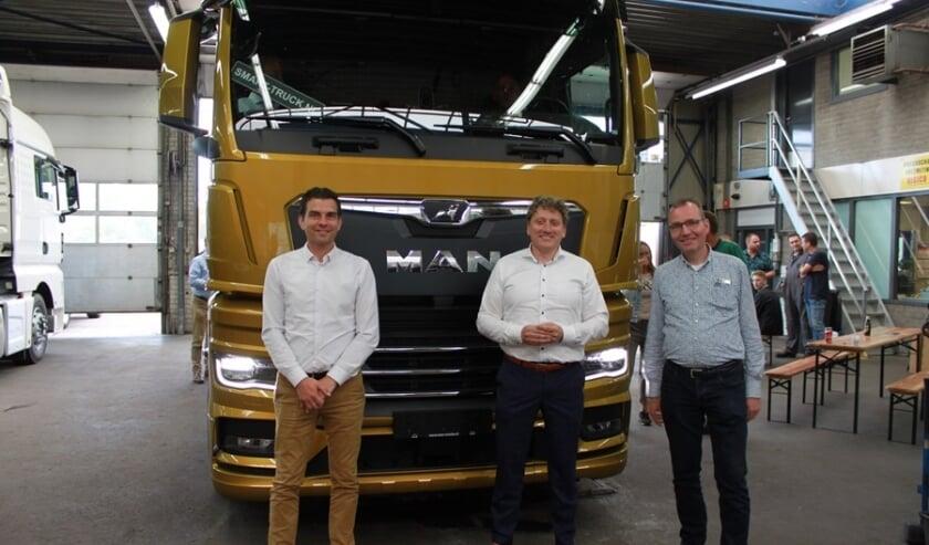 V.l.n.r. Jochanan Vreekamp, Peter Dalhuisen en Bert Roordink na ondertekening van de overeenkomsten.