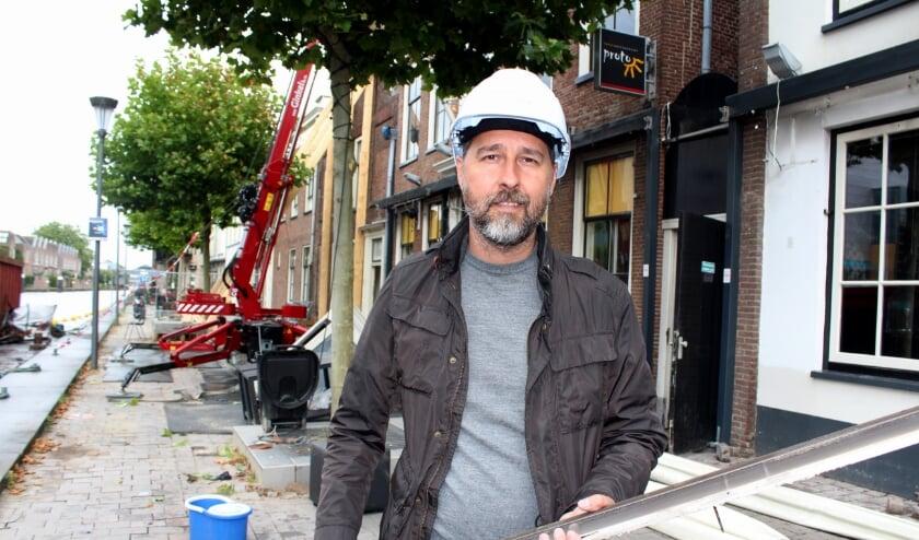 Alekos Baloumis werkt zelf zo veel mogelijk mee aan de wederopbouw van Proto, net als broer Nikos. FOTO: Morvenna Goudkade
