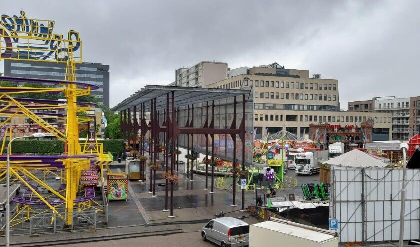 Opbouw van de vakantiekermis op Koningsplein / Stadsforum.