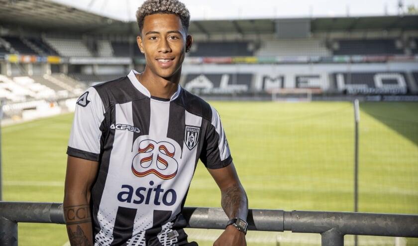 Noah Fadiga heeft voor drie jaar bij Heracles Almelo getekend. (Foto: nesimages.nl)