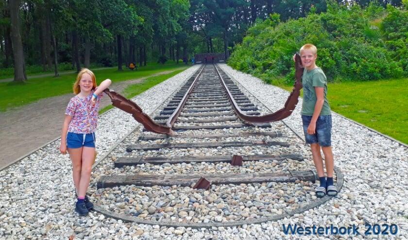'Niels en Lieke op bezoek in 'kamp Westerbork'. Erg indrukwekkend en leerzaam.' Ingezonden door Karin van Grimbergen