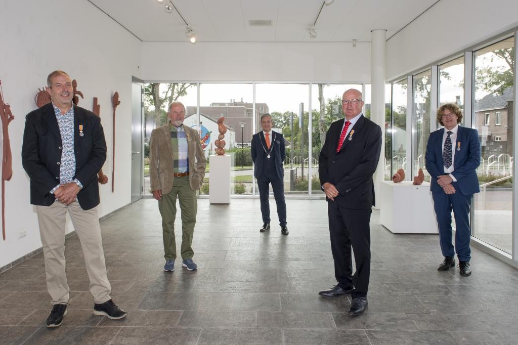 Dhr. Van Oort, Dhr. Oostendorp, burgemeester Beenakker, Dhr. Dix, Dhr. Schadee. Foto: Raphael Drent © DPG Media