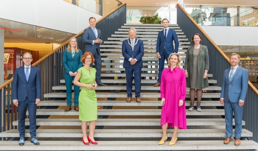 Bij het aantreden van burgemeester Peter den Oudsten is een nieuwe foto gemaakt van het Utrechtse college. Foto: Desiree Meulemans