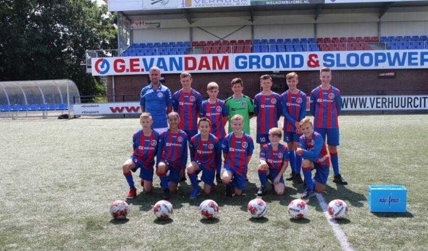 Het succesvolle JO13/1 jeugdteam van VVA Achterberg, dat volgend seizoen weer in de hoofdklasse uitkomt. (Foto: Henk Jansen)