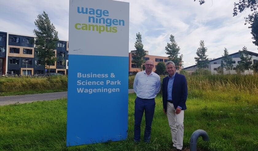 Sjirk Bijma en Albert Getkate vinden ook de bereikbaarheid van het Business en Science Park belangrijk. (foto: WOC)