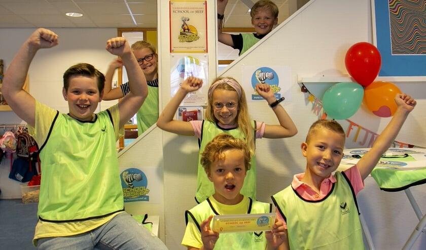 Leerlingen van De Watervlinder zijn trots op het behaalde 'SCHOOL op SEEF' label van de school.