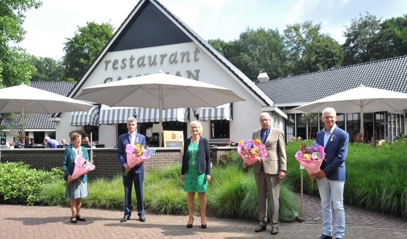 V.l.n.r: Everdina Jansen-De Haan, Bart van Genderen, burgemeester Agnes Schaap, Paulus Johannes Maria van Wingerde en Andre Martens. Foto: gertbudding.nl