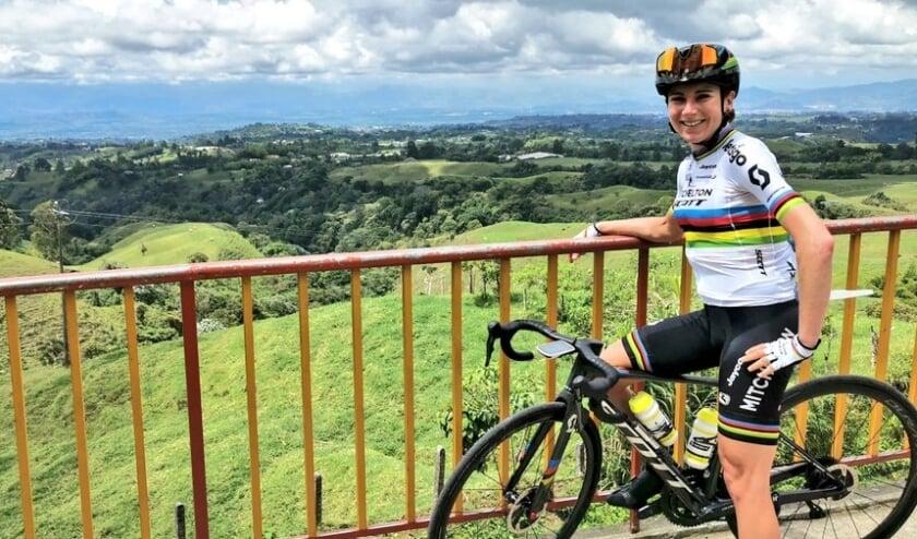 Annemiek van Vleuten (op archieffoto tijdens haar hoogtestage in Colombia), won in Spaans Baskenland direct de eerste wedstrijd na de herstart van het wielerseizoen.