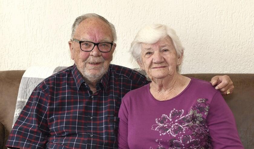 Derk en Mientje, al zeventig jaar samen. Aanstaande maandag vieren zij deze mijlpaal. Foto: HANS JANSEN FOTOGRAFIE