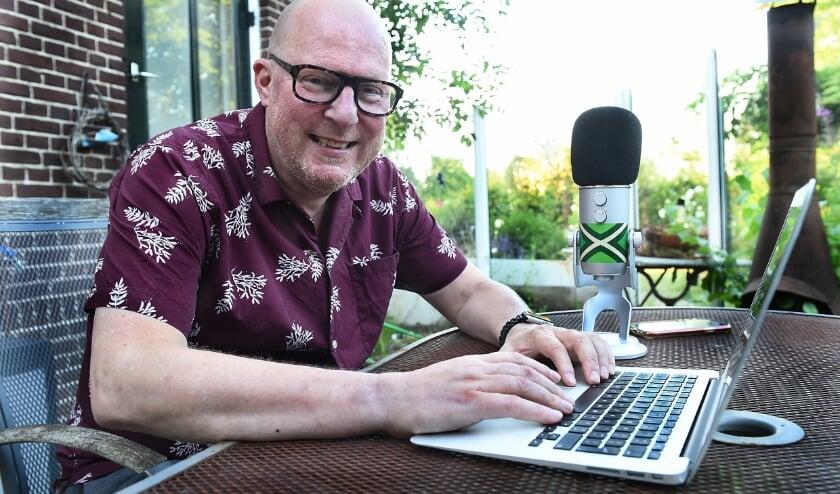 """Eric Schuurman: """"Ik gun in de podcasts nu anderen de hoofdrol in plaats van mezelf!"""" (foto: Roel Kleinpenning)"""