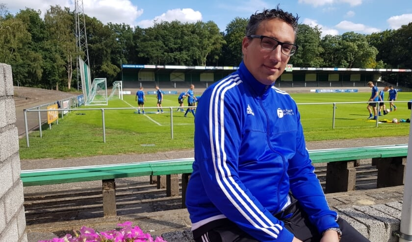 Oury Shem-Tov, de man achter Fletcher Football, geniet op de Wageningse Berg. Van de clubs die er trainen en van de inzet van de vrijwilligers.